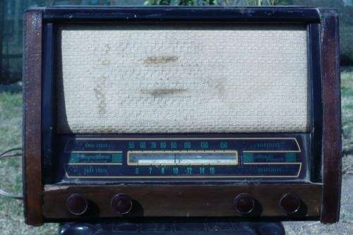 Vendo radio antigua de madera