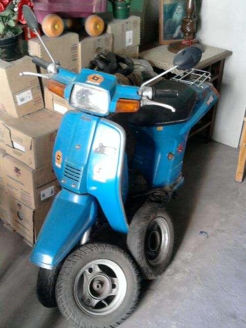 Vendo moto honda just de 3 ruedas color azul francia