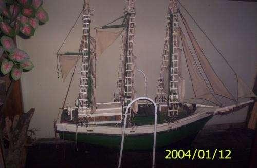 Antigua maqueta original del barco carbonero