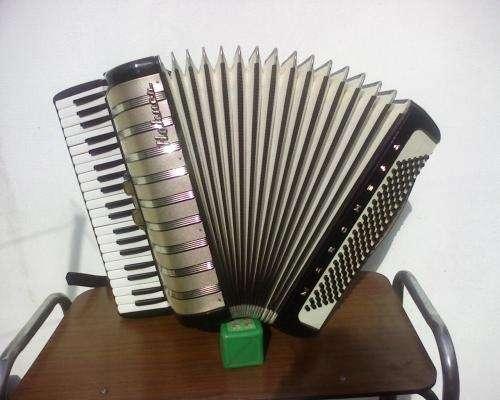 Hermoso acordeón hohner de 120 bajos reducido en la plata!!!