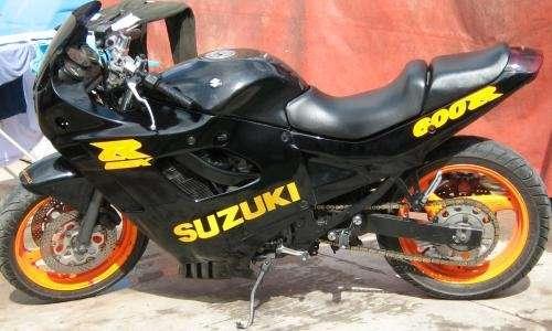 Permuto moto por auto o moto no mayor a $ 14.000