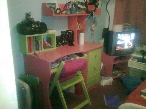 Escritorios 2 unidades mas dos sillas madera laqueada grande, sillon tres cuerpos
