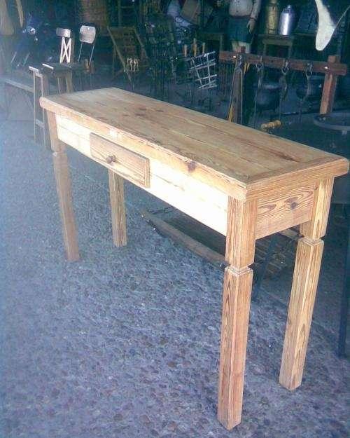 Mesas de arrime de pinotea