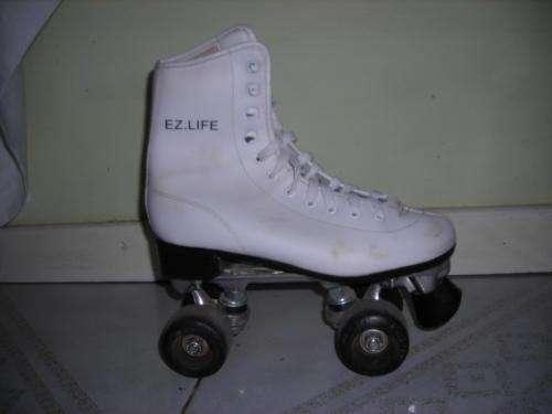 Dos pares de patines artisticos en buen estado!