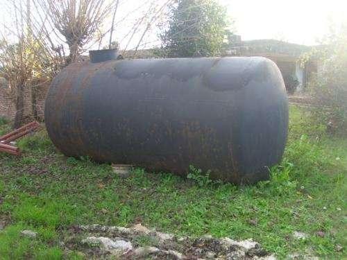 Tanque de hierro de 10 mil litros. muy buen estado.