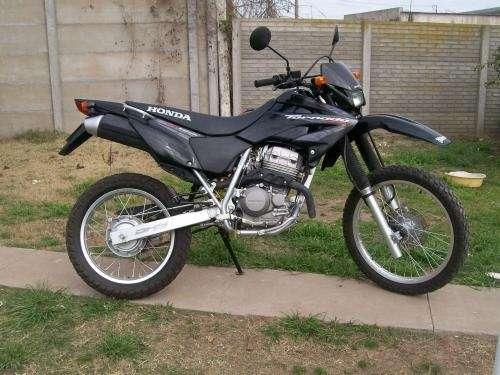 Vendo moto honda tornado xr 250 modelo 2008