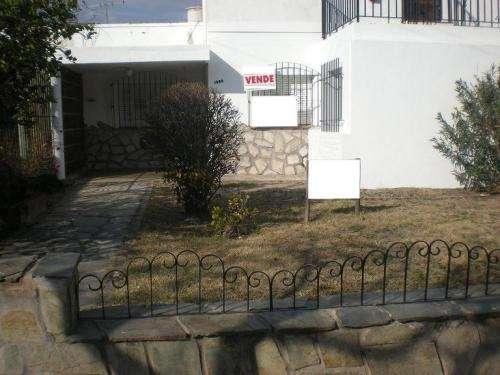 Vendo casa céntrica, esquina. zona residencial y comercial
