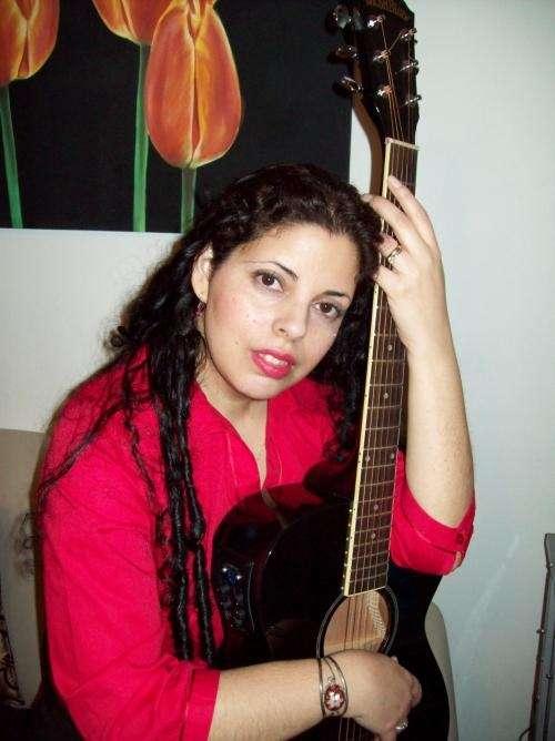 Cantante para bodas y eventos. clases de guitarra y canto!!