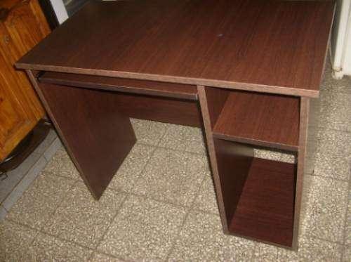 Mesa escritorio de pc en melamina de 18 mm.