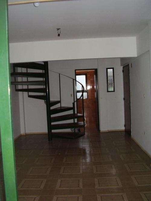 2 ambientes en duplex , 2 balcones, terraza propia, dueño vende
