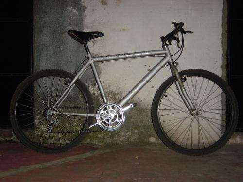 Vendo bicicleta con cambios, plateada, buen estado