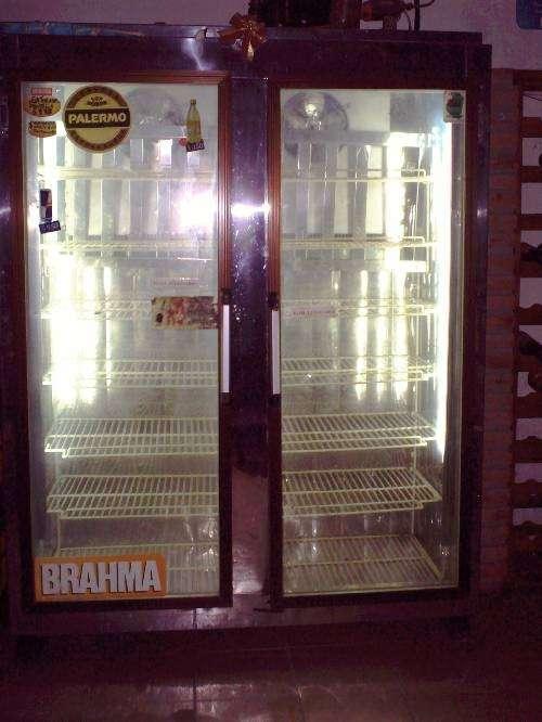 Vendo heladera exhibidora vertical 2 puertas