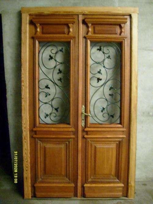 Puertas dobles de madera stunning puerta maciza de for Puertas antiguas dobles