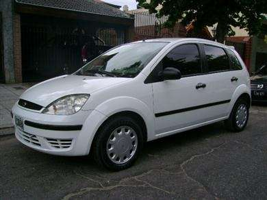 Ford fiesta one año:2004