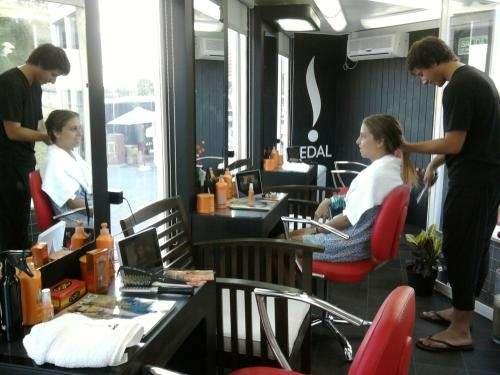 Solicitamos asistentes de peluqueria , no excluyente