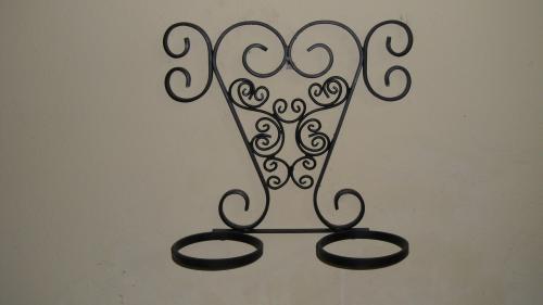 Portamacetas artesanal en hierro forjado