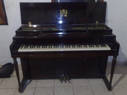 Vendo piano vertical americano de concierto