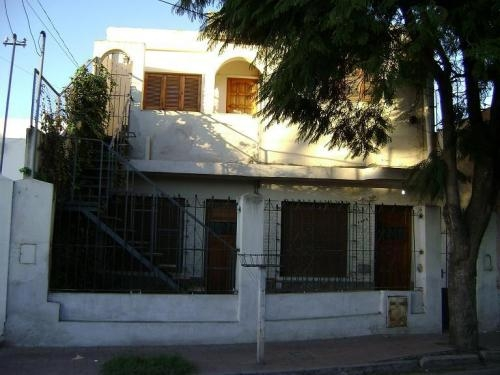 Dueño vende casa con departamento