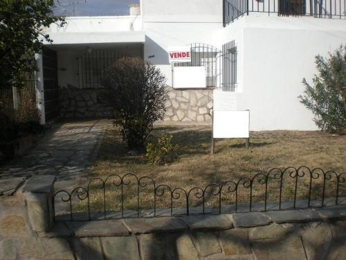 Vendo casa céntrica en esquina. uso comercial o residencial