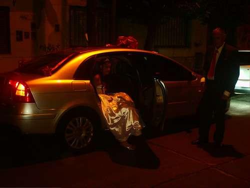 Alquiler de citroen c5 y limousine mercedes benz blanca