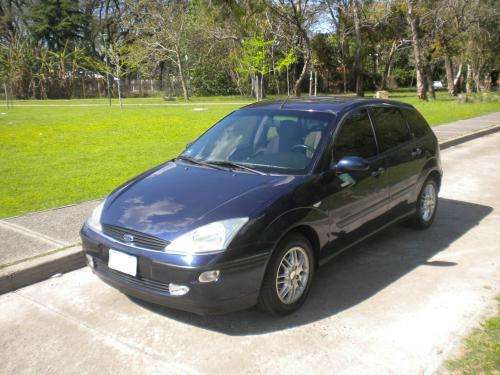 Vendo ford focus ghia modelo 2000