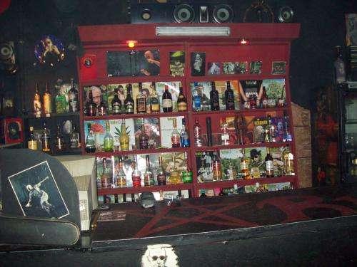 Vendo mobiliario con nombre y clientela bar de rock