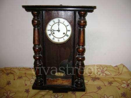 Reloj antiguo con pendulo de bronc