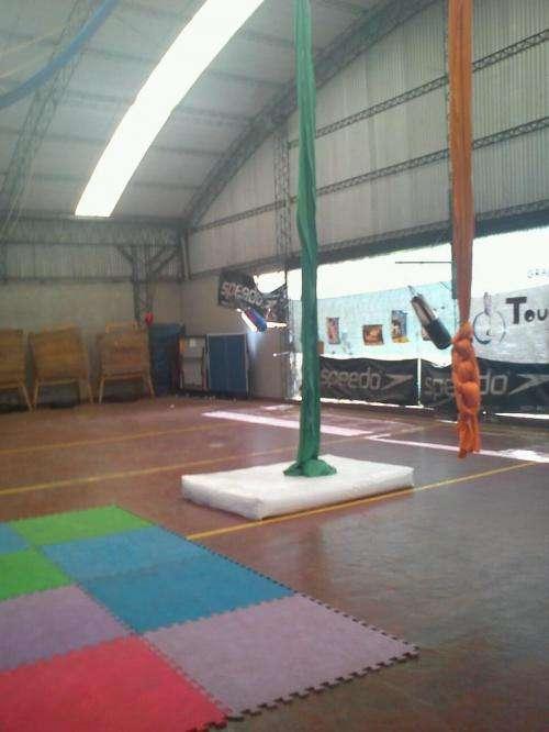 Circo: taller de acrobacia en telas, trapecio y aro
