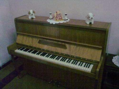 Vendo piano breyer de pilar 1988