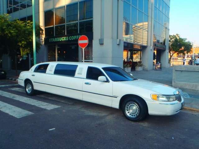 La limusina blanca mas nueva de argentina , ahora en buenos aires