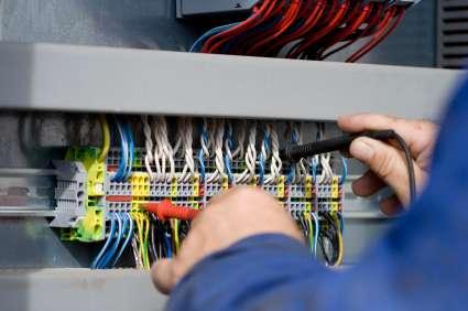 Técnico electrónico reparaciones en gral instalaciones eléctricas aire acondicionado telefonía-redes circuito de cámaras de seguridad