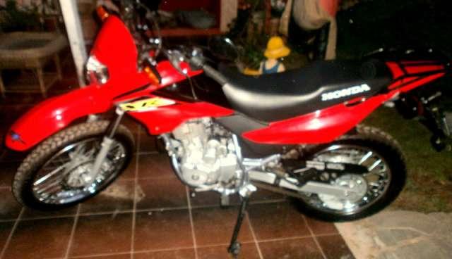 Vendo moto xr roja año 2011 oportunidad