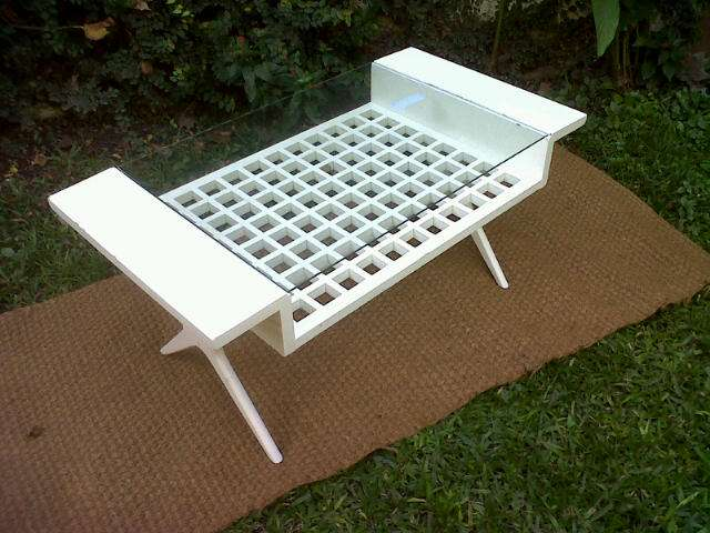 Mesa revistero reciclada. muebles reciclados originales y únicos
