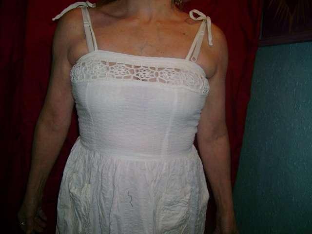 Hermoso vestido blanco de bambula detalle de encaje