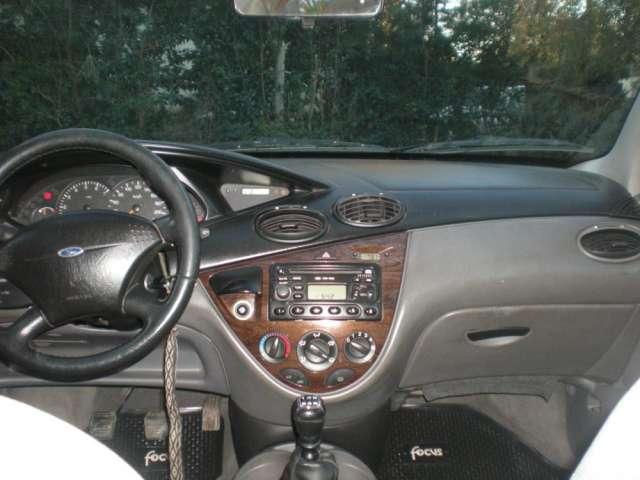 Urgente vendo ford focus ghia mod.2000