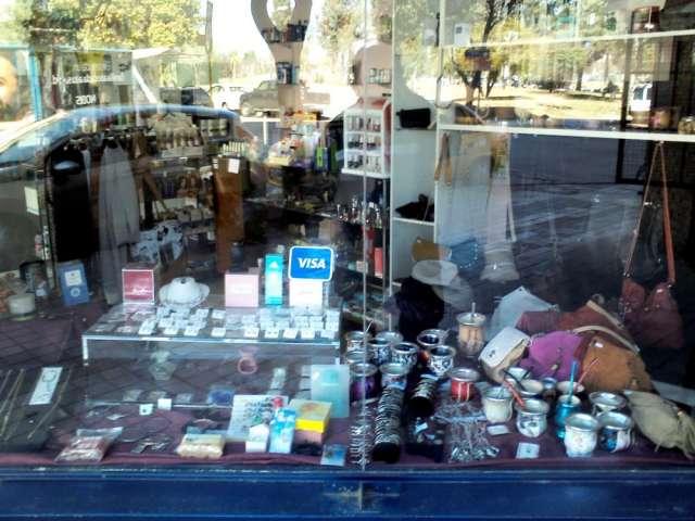 Fotos de Vendo urgente perfumeria y regaleria 4