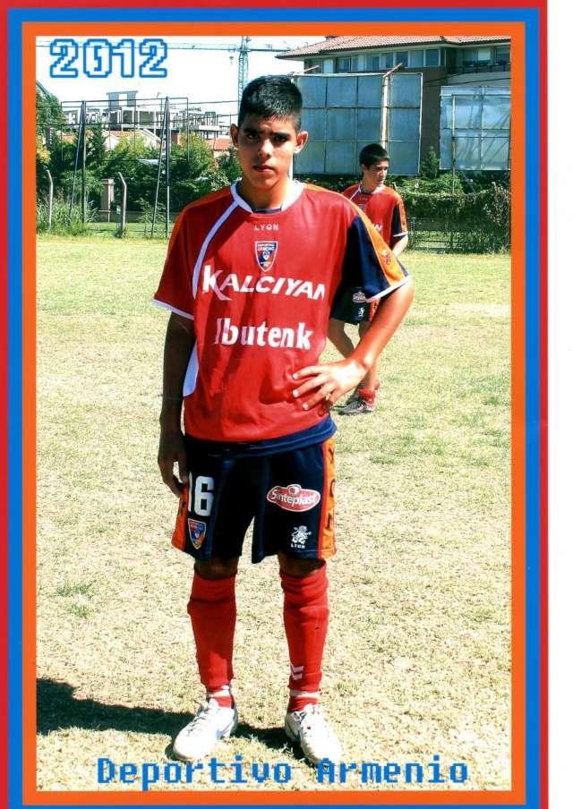 Busco jugadores de fútbol juveniles para representar.