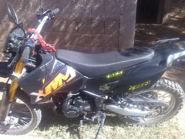 Vendo moto motomel xmm 250 modelo 2011 enduro