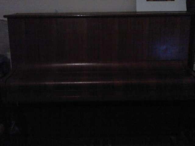 Piano remler vertical, en muy buen estado.