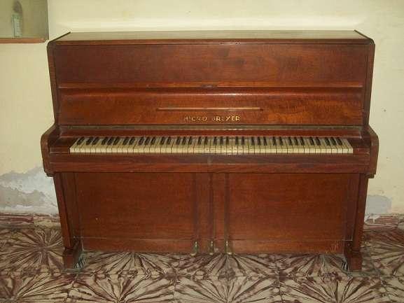 Vendo piano micro breyer 88 notas y tres pedales
