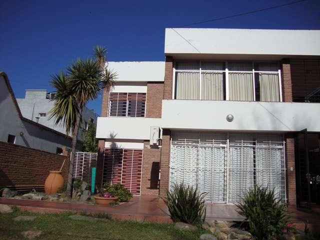 Muy linda casa en carlos paz en venta, en zona costanera, todos los servicios