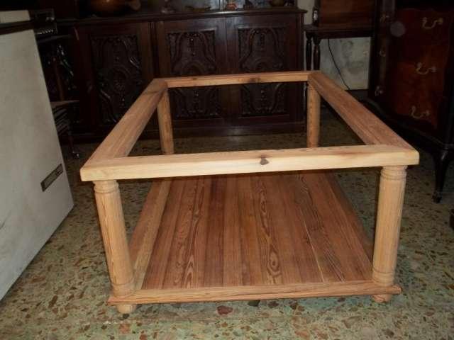 Mesa de centro en pinotea con tapa de virio