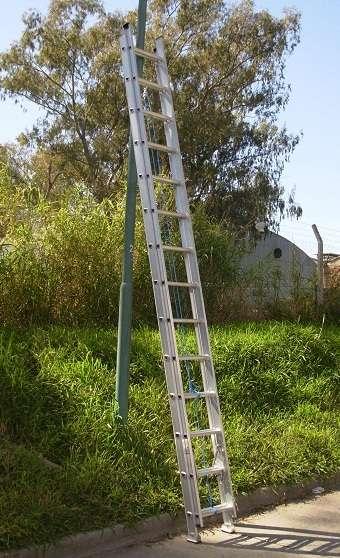 Escalera extensible aluminio reforzada altura 8.90 mts 32 escalones
