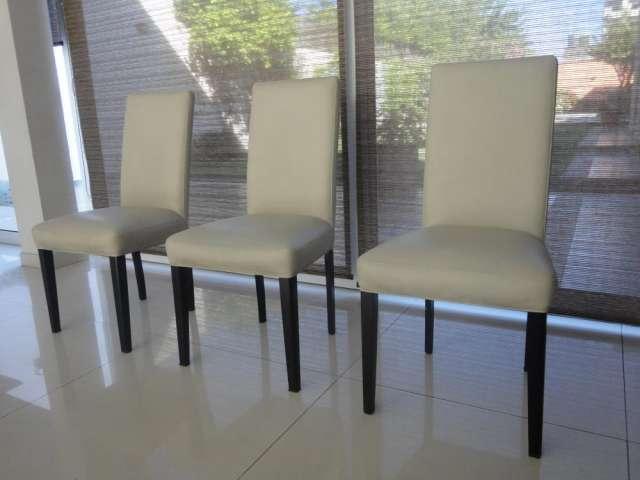 Vendo 12 sillas usadas tapizadas en ecocuer color tiza