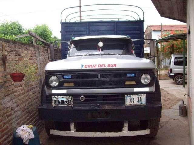 Vendo camion dodge 800 urgentedodge dp800 modelo 70.motor perkins 157 caballos .unico dueño carrroceria todo puerta.capacidad 12 paletts. llamar al radio 611*975 o al 15-61591446.miguel