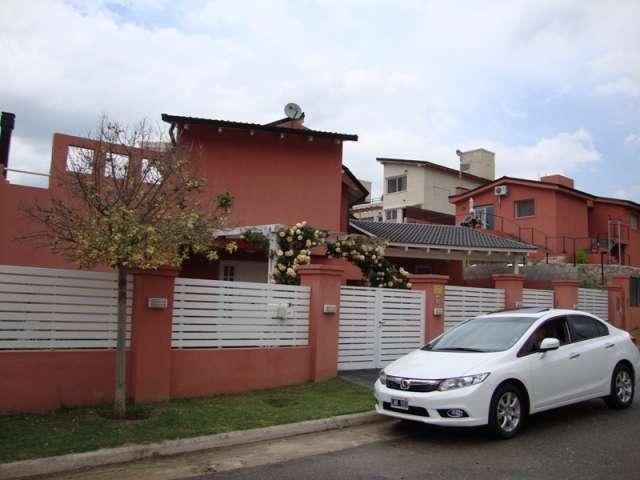 Excelente casa de categoria en carlos paz, con pileta, vista al lago, wi fi. temp 2014