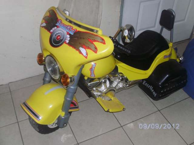 Vendo moto a bateria mini harley para niños