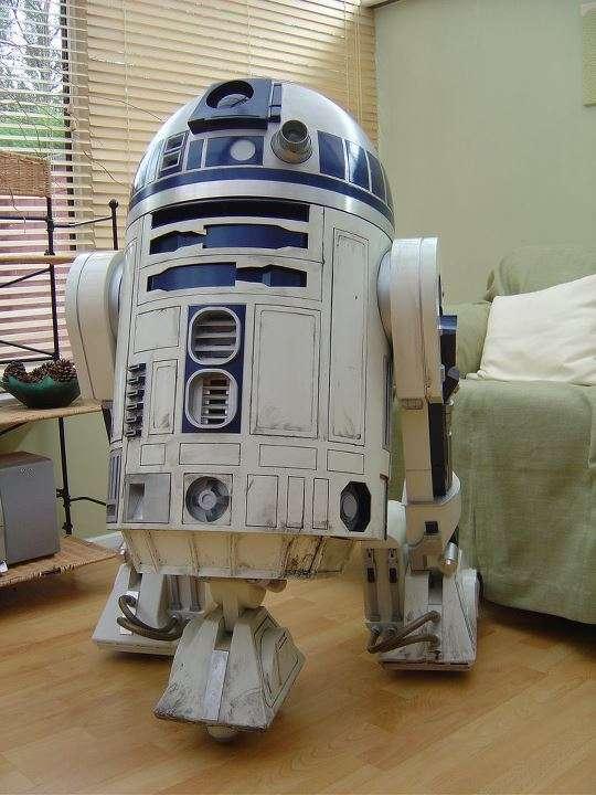 R2-d2 escala real .