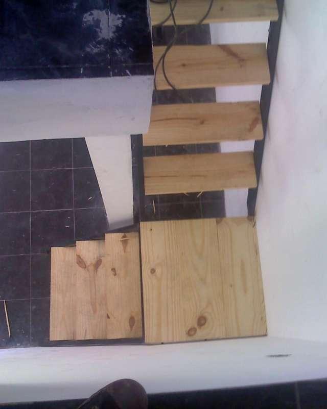Escaleras rectas de hierro ampliar fotografa with escaleras rectas de hierro escaleras con - Como hacer una escalera de madera recta ...