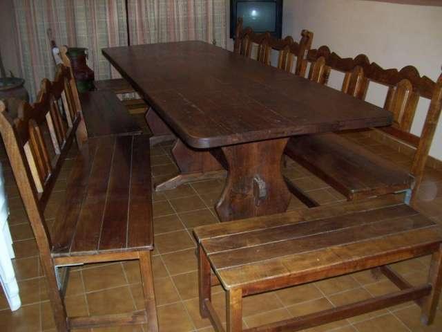 Vendo mesa y bancos de algarrobo para quincho